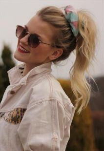 how-to-style-hair-accessories-scrunchies-hairstyles-ways-to-wear-ponytail-high-print-blonde